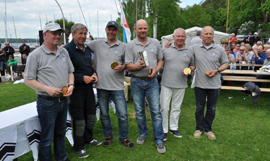 Til venstre står Per Jørgensen, til højre står Christian Thomsen. Begge har vundet DM i Folkebåds-klassen flere gange.