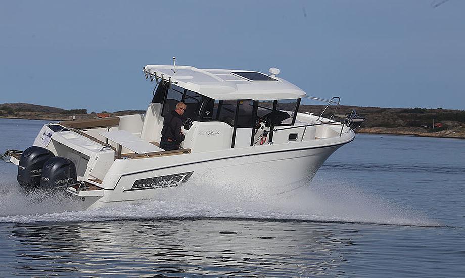 Merry Fisher 855 Marlin sejles her med 2 x 200 hestekræfter. Den anbefales også at blive sejlet med 1 x 300 hk eller 2 x 150 hk. Fotos: Troels Lykke
