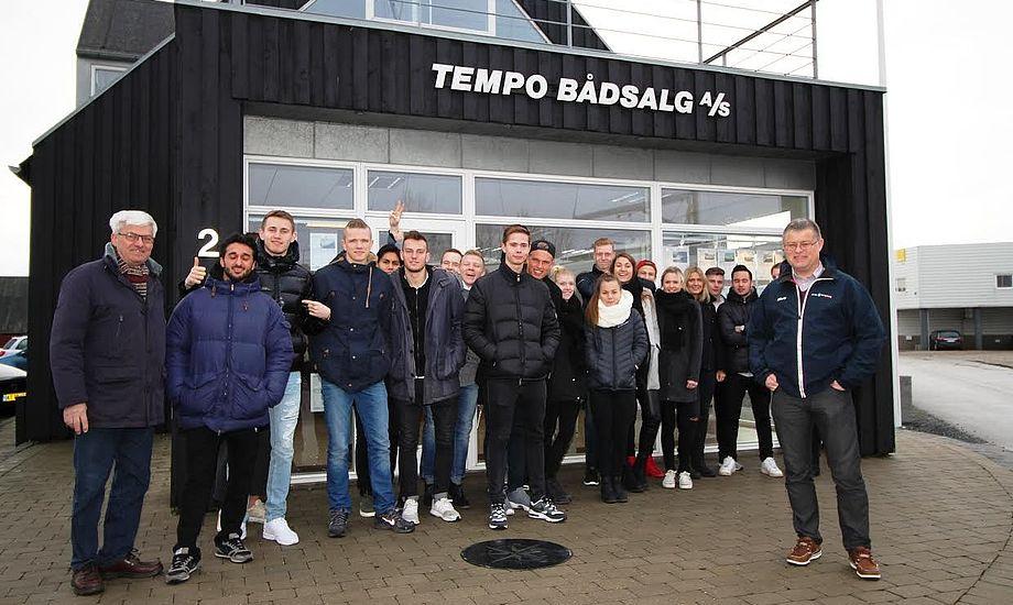 20 HHX-elever hørte om praktiske erfaringer hos Tempo Bådsalg. Foto: Tempo Bådsalg