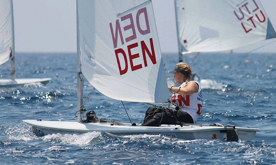 Céline Carlsen i Laser Radial laver en perfekt start med en enkel og rigtig strategi på første kryds