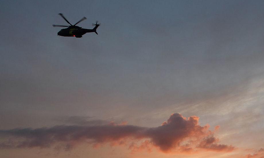 En helikopter er indsat i eftersøgningen på den savnede mand. Arkivfoto: Søren Svarre