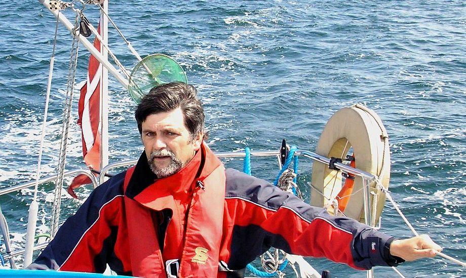 Daglig leder i Søsportens Sikkerhedsråd, Sten Emborg bruger selv selvoppustelig vest. Foto: soesport.dk