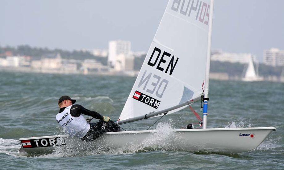 Stig Steinfurth i god balance i La Rochelle i Laser. Foto: Jens Thurøe
