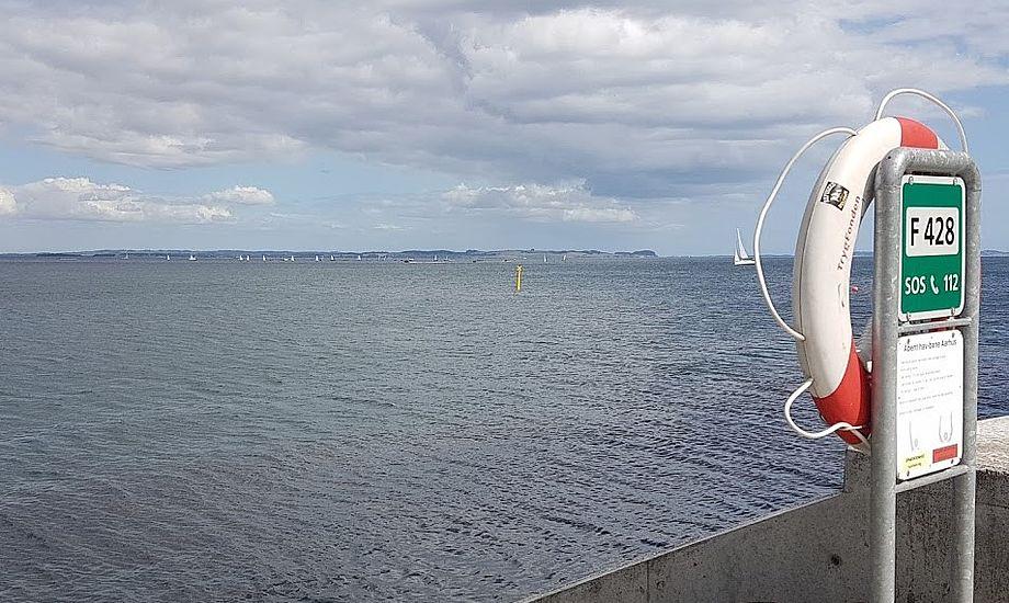 Her stod jeg så og så sejlsport i 30 sekunder. Det var svært at se bådene i medal race i søndags. Foto: Troels Lykke