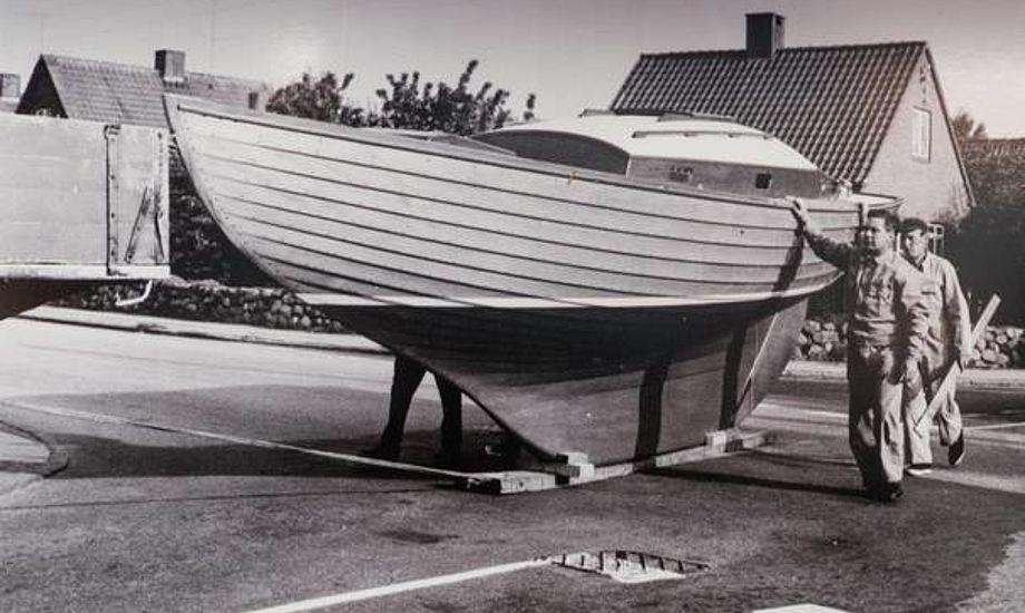 Sådan blev Folkebåden slæbt i Svendborg i 1969. Foto: Danmarks Museum For Lystsejlads