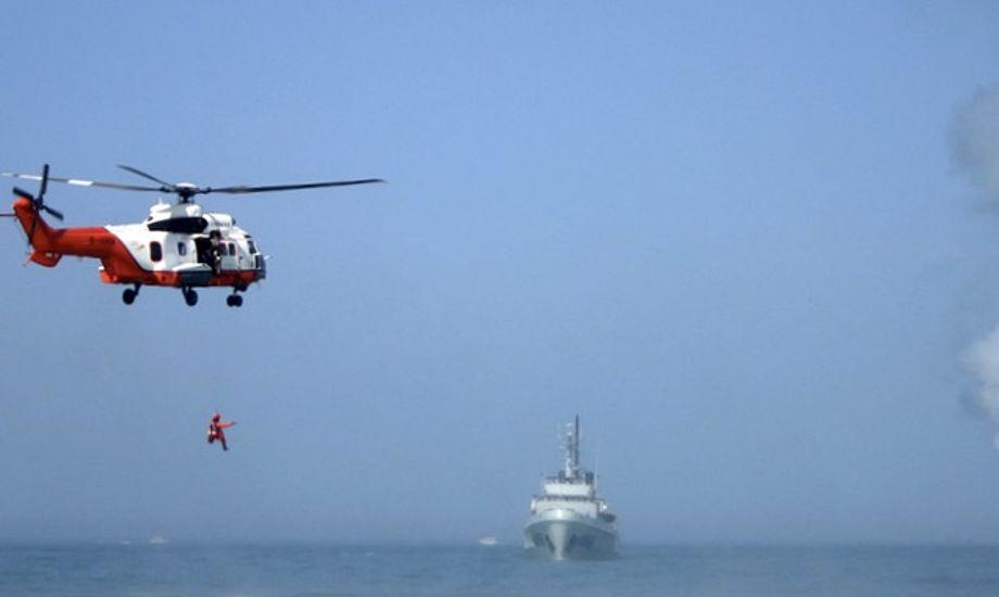 Det er fortsat kun lykkedes at redde en af fiskerne fra kollisionen. Billedet er ikke fra weekendens redningsaktionen. Foto: Hong Kong Government Flying Service