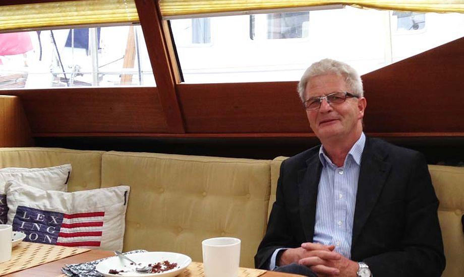 Holger K. Nielsen blev budt på kaffe og kage i en Quantumsails 45 i Dragør. Foto: Jan Hansen