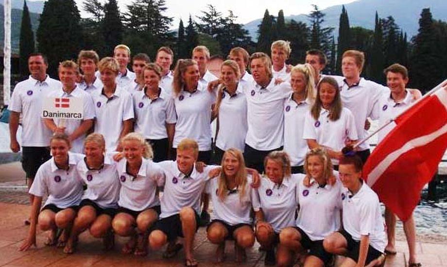 De danske piger dominerer Junior EM på Garda. Hele 9 danske piger med i top 20. Mange af de danske sejlere kender Gardasøen rigtig godt – helt tilbage fra optimistårene har de sejlet på søen.