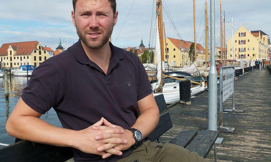29-årige Christian Liebergreen startede sit sejlerliv som 12-årig på Svendborg Sund. Nu er han igen hjemme i Svendborg: - Her ved den gamle træskibsbro, har jeg tilbragt mange gode timer som knægt. Foto: Søren Stidsholt Nielsen