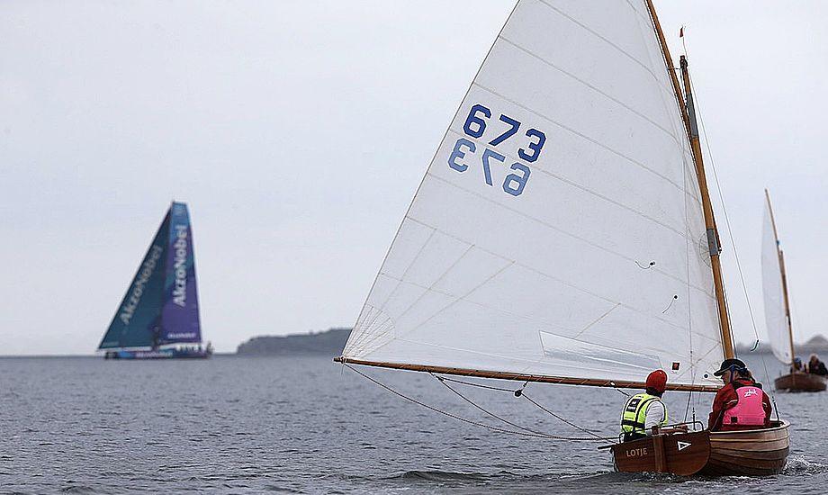 Også besøgende på AkzoNobels VO65'er, der i øjeblikket er på visit i Tuborg Havn, kunne følge sejladserne. Foto: Per Heegaard