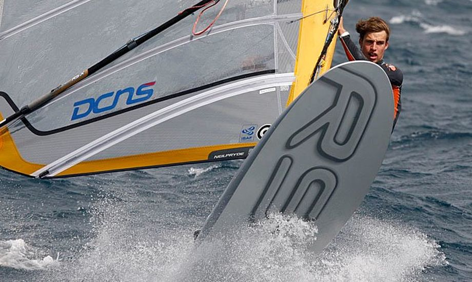 RS:X surfer i Hyeres. Vi har endnu ikke set et billede af Sebastian Fleischer, men når vi ser ham til OL tager vi et foto af ham.