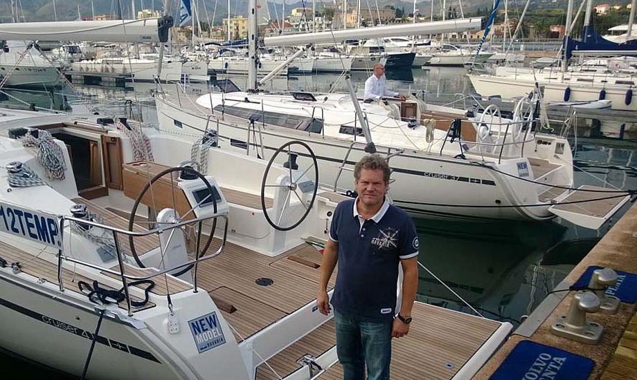 Michael Floor, der her ses i dag i Italien, har handlede med Bavaria-både i 17 år. Foto: Troels Lykke