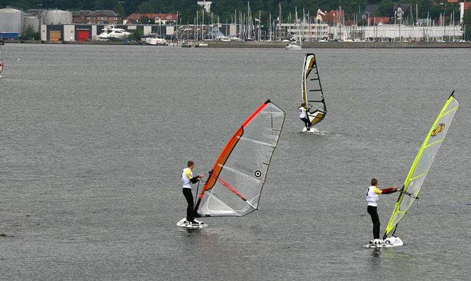 24 unge windsurfere havde en udfordrende lørdag i Middelfart.