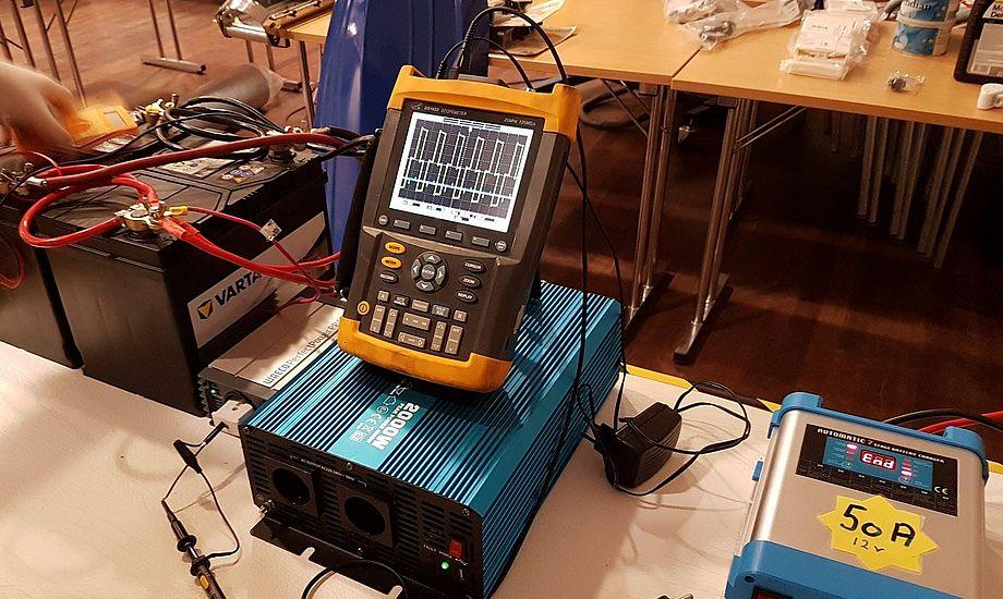 Der er smarte måder at styre strømmen på, viser Hellers her overfor minbaad.dk forleden. Foto: Troels Lykke