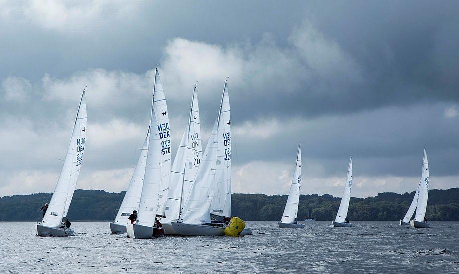 Der var trængsel på korte, op-ned-baner i Brejning for H-bådene i Comwell Cup. Foto: Mogens Roy