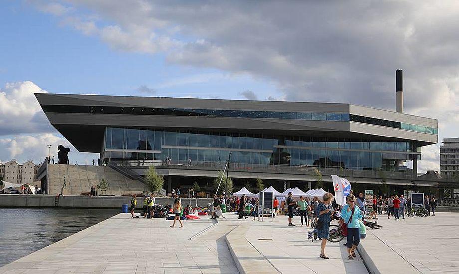 Nye havnearealer i Aarhus giver mulighed for mere end et par tusinde tilskuere mindst. Fra på torsdag sejles der M32 samme sted med Jonas Warrer og Michael Hestbæk i hver sin båd. Fotos: Troels Lykke