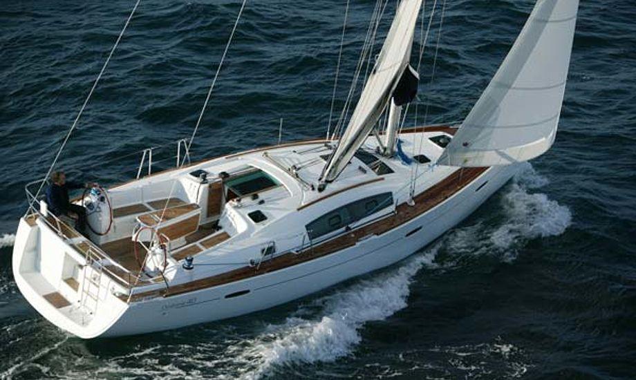 Risbjerg Marine og Scancharter forhandler Beneteau Oceanis 40.
