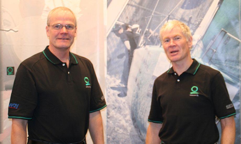 Flemming Djernæs, tv., er tidligere formand for OK-klassen. Nu sejler han J/80. Til højre ses Jan Hansen, chef for Quantum Danmark.