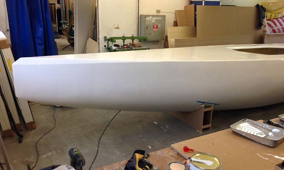 Det bliver spændende om den danske 5.5 meter er hurtig. Det tænker Jesper Bank vist også på. Foto: Johan Joensen