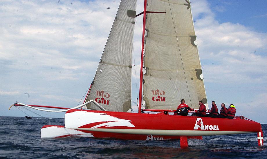Filsøs hold sejlede tit kun med fok, da der var for meget vind. Båden var yderst tæt på at vælte i Lillebælt, da et pust tog fat i fokken. Foto: Troels Lykke