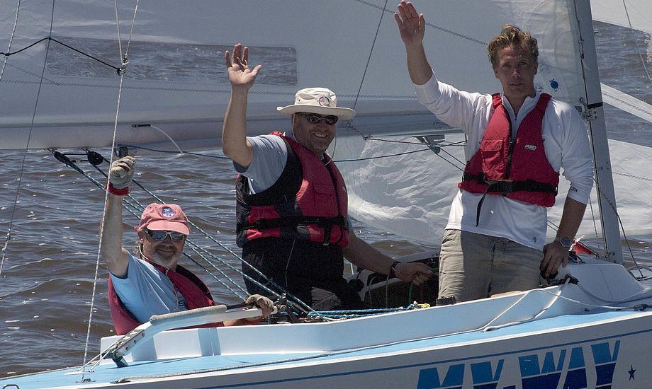 Glade Berg, Kæstel og Holm lige efter sejr i My-Way. I morgen flyver de til Sydney. Foto: John Cornow