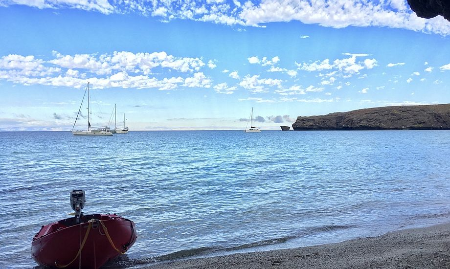 At kaste ankeret, sænke dinghyen og gå i land på en øde ø er noget ganske unikt. Foto: Sara Sulkjær