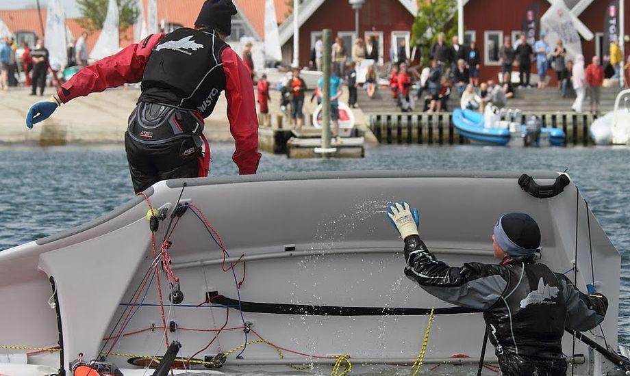 Flere unge er medlem af Dansk Sejlunion. Her ses to sejlere under stævne i Kerteminde. Foto: Troels Lykke