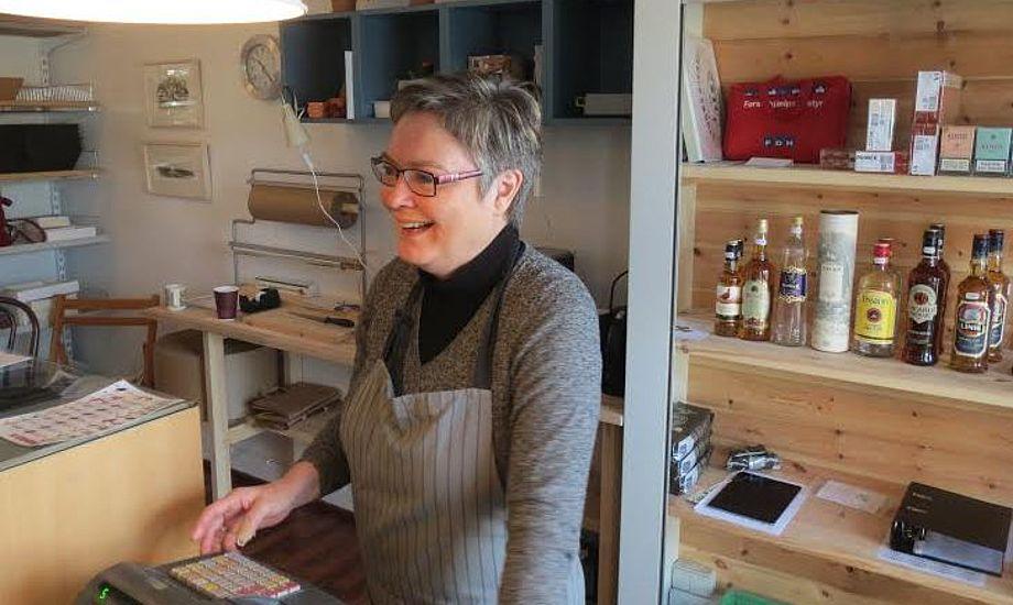 De frivillige bruger alle en del af deres fritid i den nystartede butik. Foto: Tine Østergaard