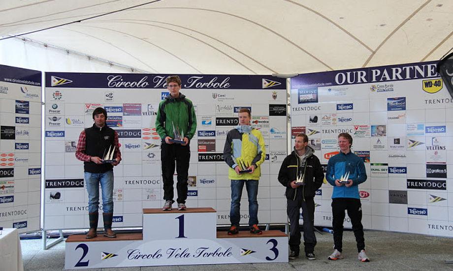 Mathias Livbjerg på 3. plads, ved siden af står Jacob Cholewa ved Gardasøen.