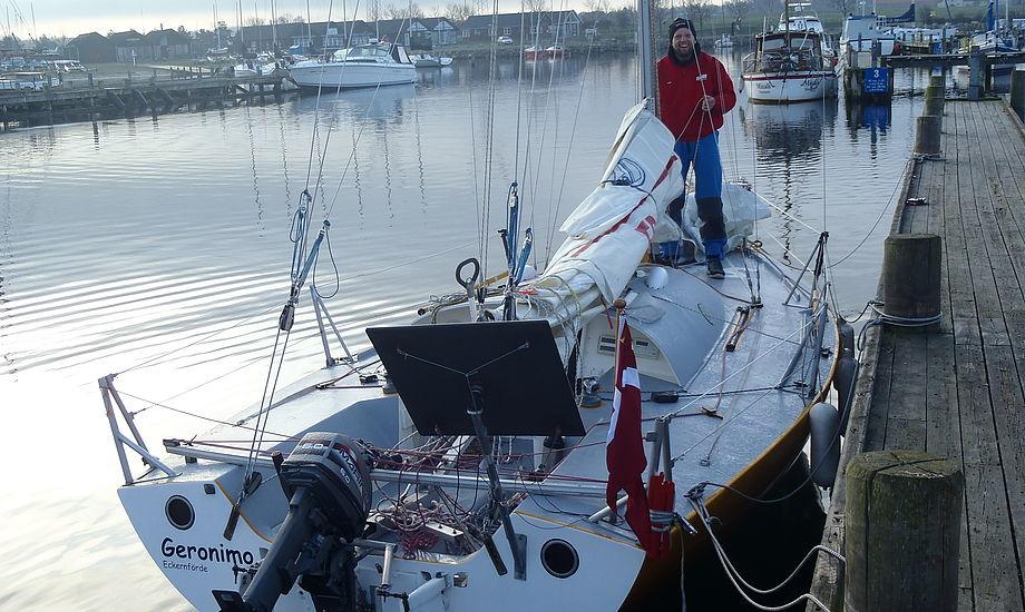 Båden, der ligger i Egå, vejer kun 1000 kilo og har svingkøl.