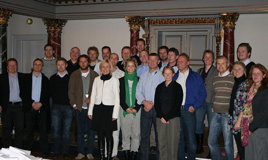 Kulturministeren ses i midten blandt alle sejlerne, som udgjorde en pæn andel af deltagerne ved Kulturministerens reception i Nationalmuseet. (foto: Dan Ibsen/sejlsport.dk)