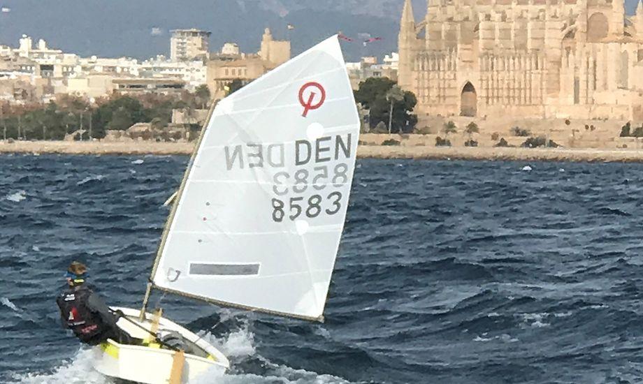 Malthe Ebdrup tog på vandet da sejladsen var aflyst søndag pga. for meget vind. Privatfoto