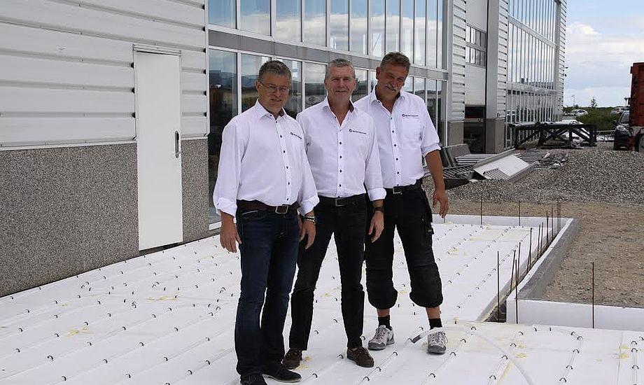 Fra venstre ses Henrik Jørgensen og Gert E. Sørensen og Jørgen Sørensen foran Tempo Hust i Ishøj. PR-foto