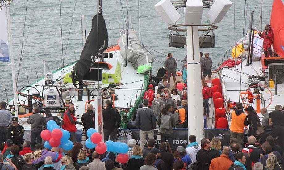 Sejlerne er lige nu ved at give kys og kram til familien. Foto: Troels Lykke