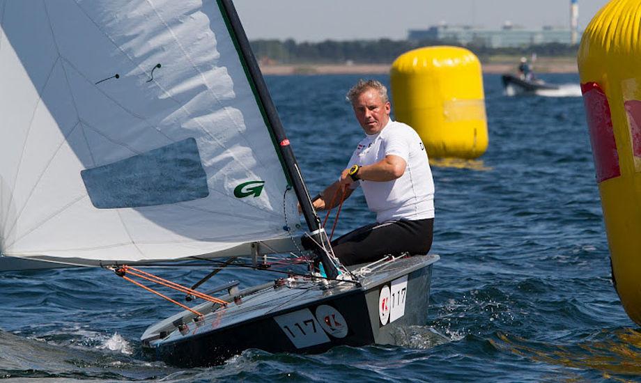 Bo Petersen overvejer nu at stoppe i Contenderen for at sejle OK-jolle. Lige nu ligger Hellerup-sejleren på en andenplads. Foto: Søren Svarre/sejlfoto.dk