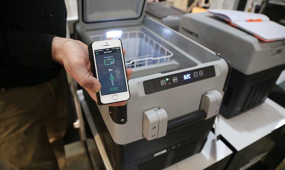 Styr temperatur med din mobil og tjek om konen tager en kold øl, der er alarm på Dometics ny køleboks. Foto: Troels Lykke