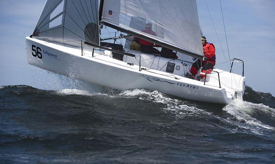 """Dragesejler Peter Warrer er blandt dem der har købt en Melges 24 i år, og rygter vil vide, at flere af de """"gamle"""" topsejlere også overvejer at sejle den vej. Foto: pegasus.com"""