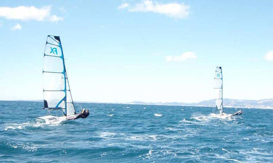 Nogle af de danske 49 FX kvinder træner lige nu på Mallorca. Foto: Pia Bay
