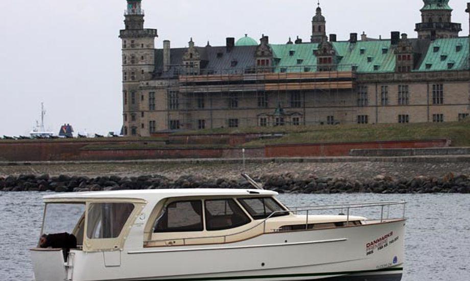 Vi testede Greenline 33 ved Kronborg. Læs testen i BådNyt senere. Foto: Troels Lykke