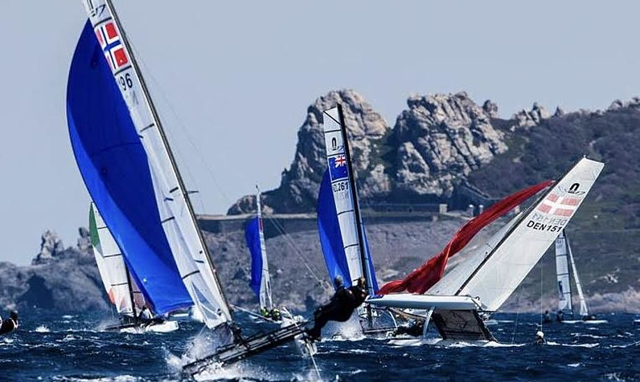 Josephine Frederiksen og Jesper Vogelius kom i problemer i deres Nacra 17 og fuldførte ikke første sejlads, ligesom de ikke formåede at starte i de efterfølgende to. Foto: Sailing Energy