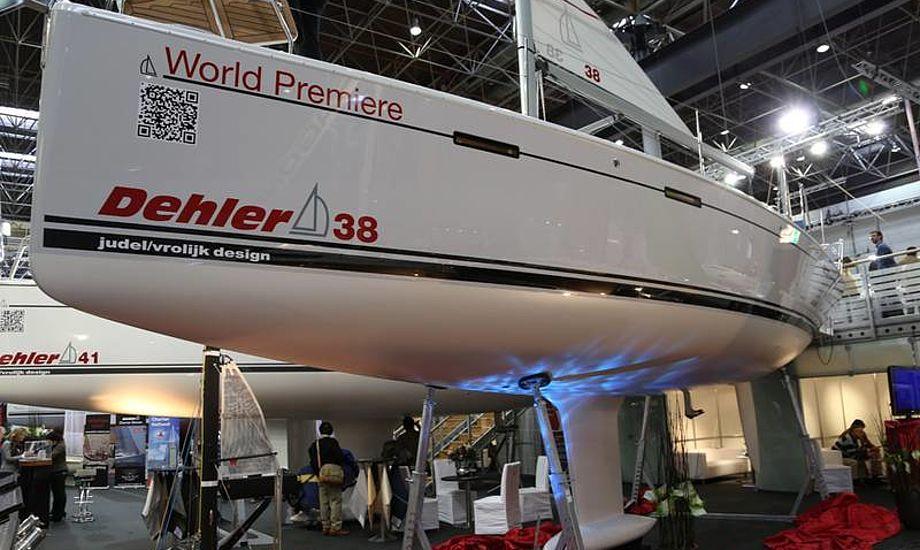 Den nye Dehler 38 er vældig populær kunne vi se med de virkelig mange besøgende, der konstant var på den tyske båd. Foto: Troels Lykke