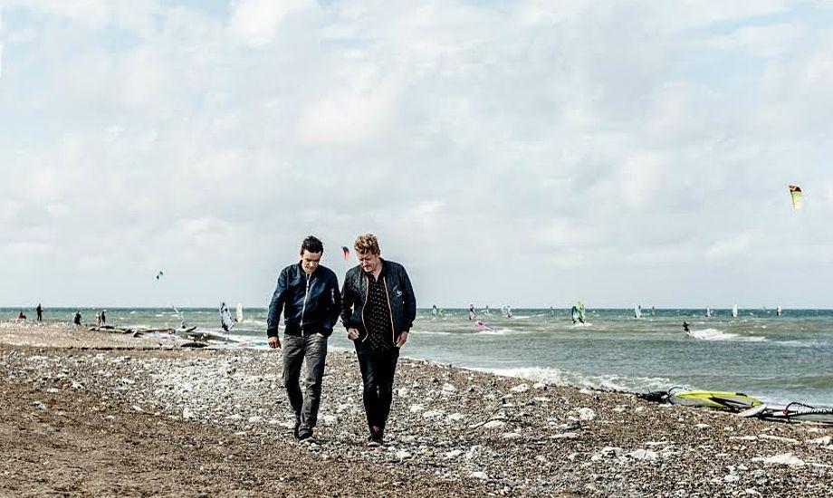 Eventmanager Morten Manaa og musiker Simon Kvamm har været med til at stable årets musikprogram på benene. Foto: Cold Hawaii