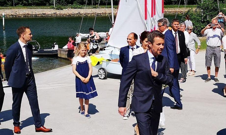 Kronprins Frederik har meget store evner som sejler, siger den dobbelte OL-guldvinder Jesper Bank. Her ses Kronprinsen i Aarhus forleden til åbning af sejlsportscenter Foto: Troels Lykke