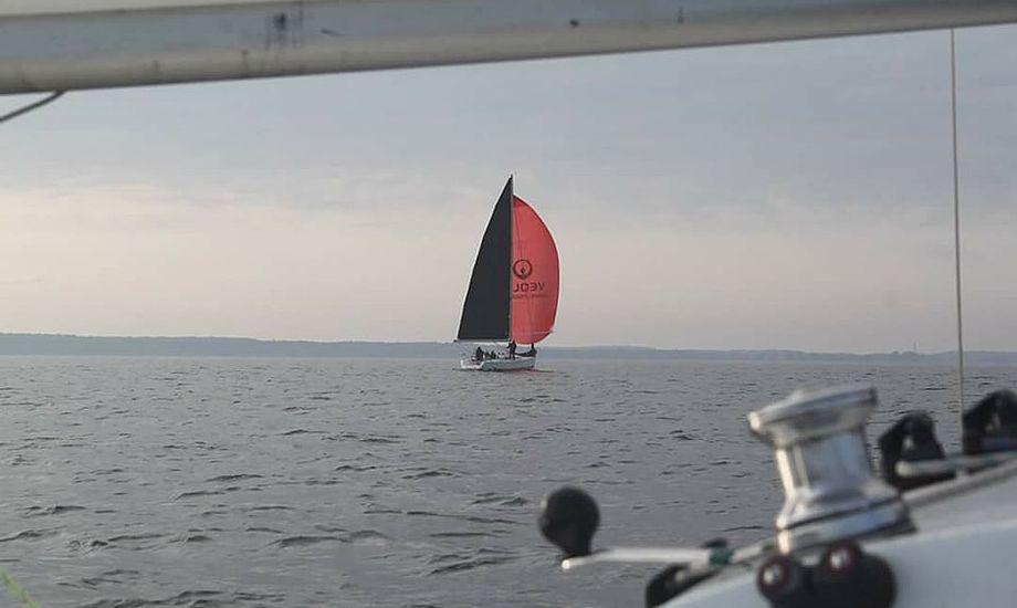 Beneteau Sense 50 med Jørgen Schønherr ses her i læen. Foto: Jesper Andersen