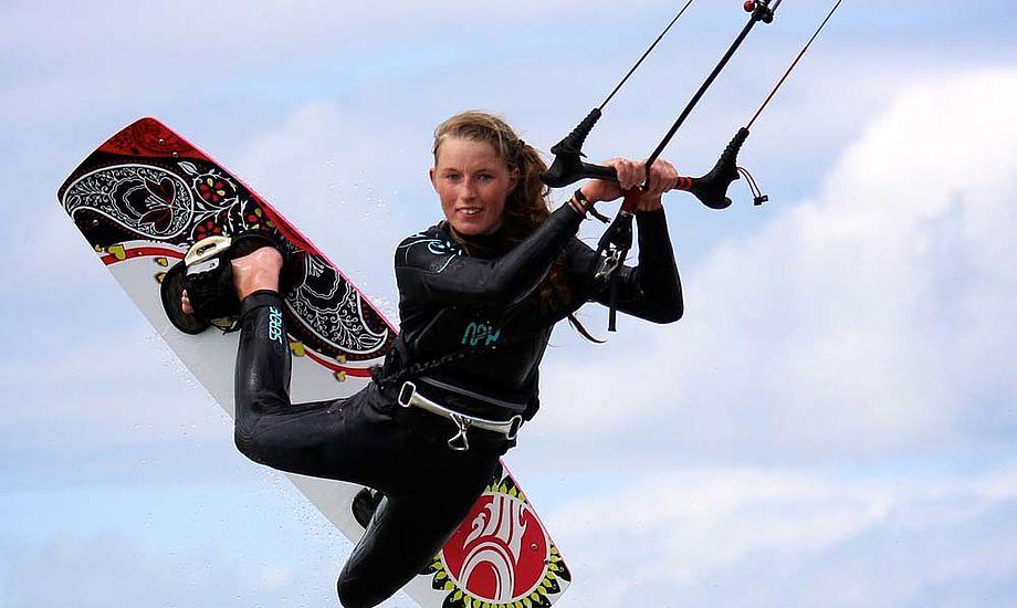 15-årige Therese fra Egå har Kitesurfet siden hun var 11. Foto: Lasse Guldager