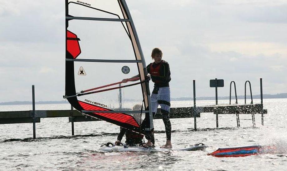 Her har Middelfart Sejlklubs windsurfafdeling skolebesøg. Foto: Allan Borch