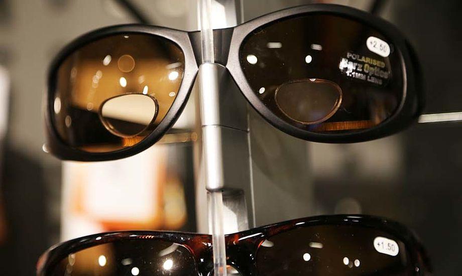 Barz-solbrillerne har et læsefelt som ses. Og der er styrke i dem. Foto: Troels Lykke