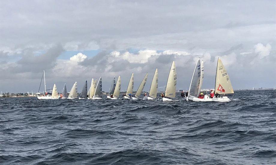 Der var kamp på linjen i Dragør - dette billede er dog fra sidste års mesterskab. Foto: Dansk Finnjolle Klub