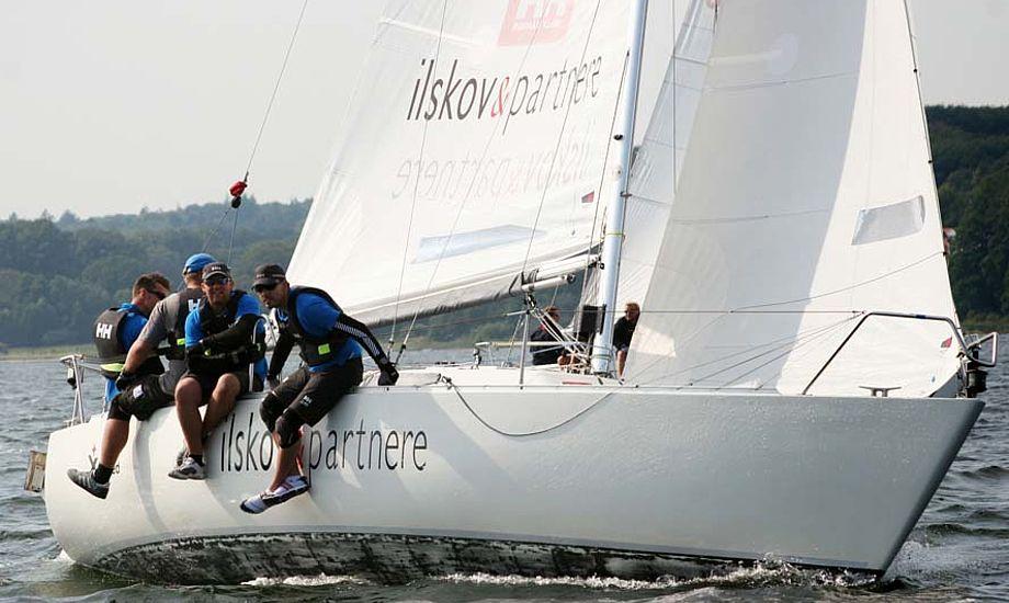 Besætningen vandt sidste år Express-DM, da H-bådsverdensmesteren og Høj Jensen-sejlmageren Claus Høj Jensen var med.