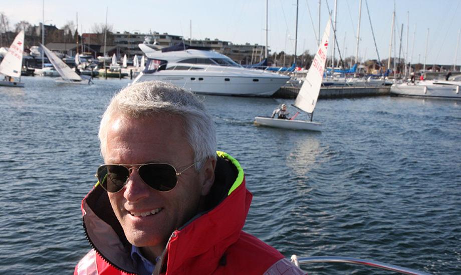 Peter Hansen fra Skovshoved Sejlklub. Han har tre drenge, der er aktive i klubben. Her er minbaad.dk med ham ude at sejle. Foto: Troels Lykke
